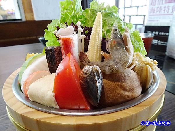 米塔石頭火鍋菜盤-新店中正店 (2).jpg