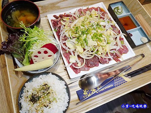 蒜香甜洋蔥牛燒肉-虎次 (1).jpg