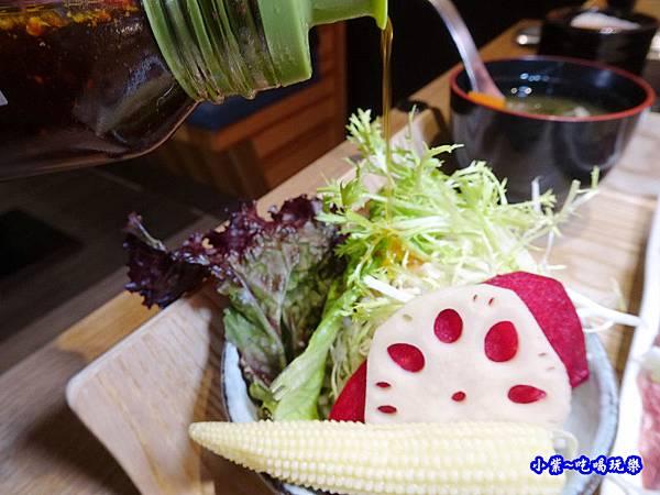 燒肉套餐生菜-虎次.jpg