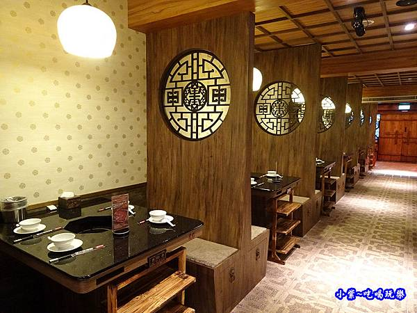 1樓用餐區-東華川府重慶老火鍋 (2).jpg