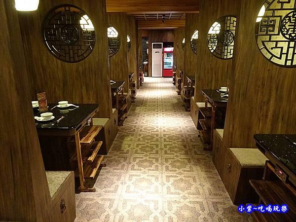 1樓用餐區-東華川府重慶老火鍋 (5).jpg