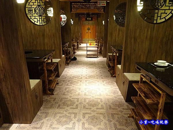 二樓用餐區-東華川府重慶老火鍋  (3).jpg