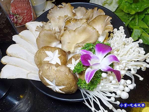 有機菌菇拼盤-東華川府重慶老火鍋.jpg