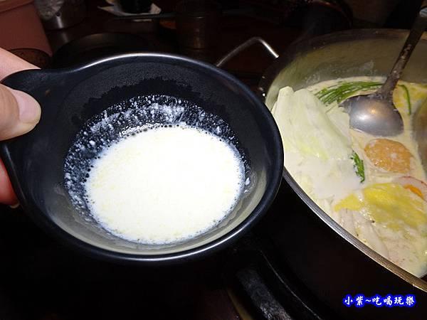 起司牛奶湯底-肉多多桃園旗艦店  (2).jpg