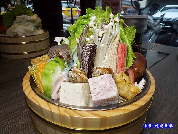 菜盤內容-米塔石頭火鍋市府店 (3).jpg
