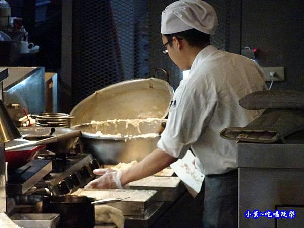 現做臘味蘿蔔糕-廚窗港點飲茶百匯-桃園.jpg