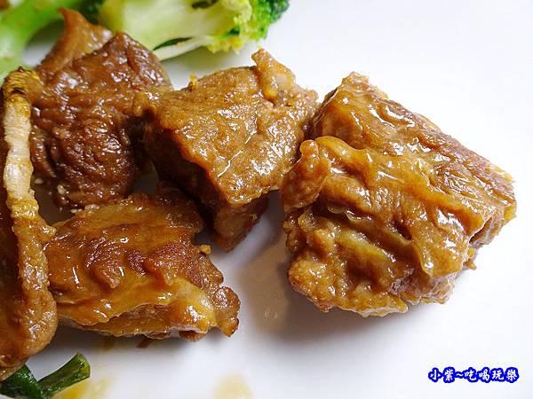 薑蔥牛腩煲-廚窗港點飲茶百匯-桃園 (2).jpg