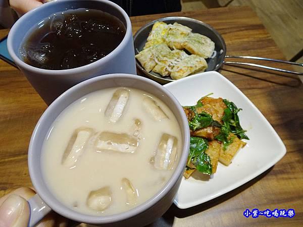 阿薩姆鮮奶茶-光頭早午餐屋 (2).jpg