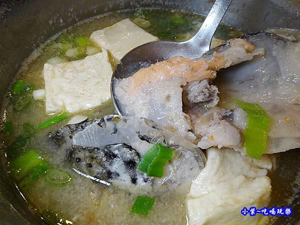 鮭魚味噌豆腐湯-食鮮日式火鍋吃到飽  (2).jpg