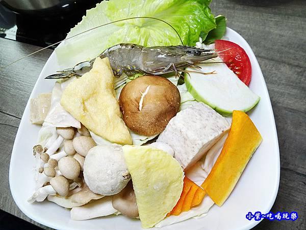 菜盤-百味釜精緻鍋物.jpg