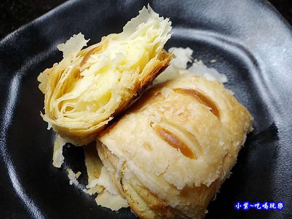 乳酪一口酥-瓦崎燒烤火鍋公館店.jpg