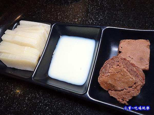 甜點-瓦崎燒烤火鍋公館店.jpg