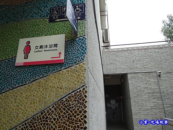 大安濱海樂園-女生沐浴間 (1).jpg