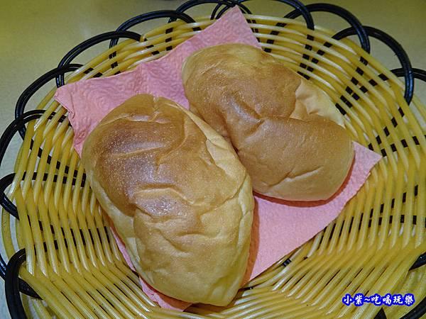 奶油麵包-桃園牛排總店 (1).jpg
