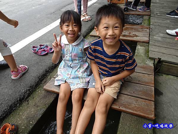 棗莊馬路旁水溝  (1).jpg