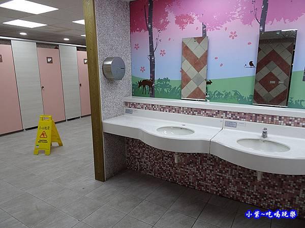 谷關立體停車場 廁所.jpg
