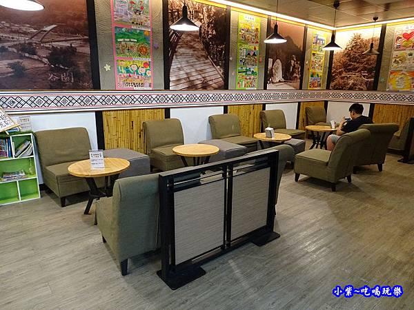 谷關-全家超商附設用餐區 (4).jpg