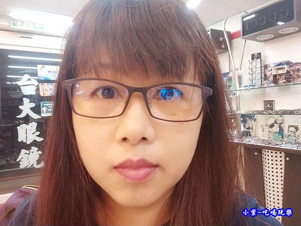 深紫色韓國鏡框-德新瞳 (1).jpg