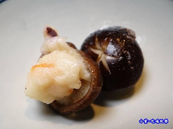 香菇鑲海鮮漿-山上走走 (2).jpg