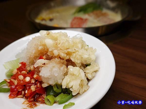 八方悅鴻金寶店沾醬 (1)54.jpg