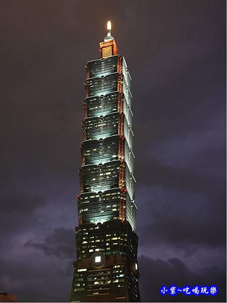 台北101夜晚外觀.jpg