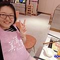 粉色餐圍兜-美滋鍋台灣.jpg