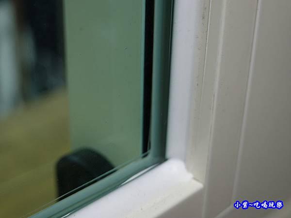 看不出是3片膠合玻璃-華豐氣密窗靜音窗.jpg