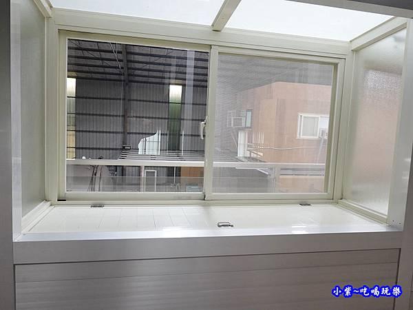 置物式陽台氣密凸窗-華豐氣密窗靜音窗  (2).jpg