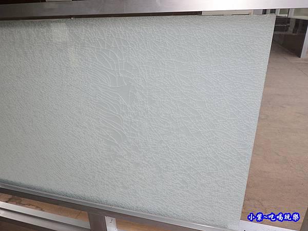 膠合玻璃碎裂後情形-華豐氣密窗靜音窗  (2).jpg