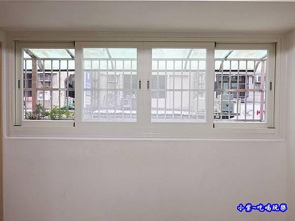 蘆洲客廳換裝靜音窗成品-華豐氣密窗靜音窗 (1).jpg