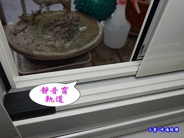 蘆洲客廳靜音窗完工-華豐氣密窗靜音窗   (2).jpg