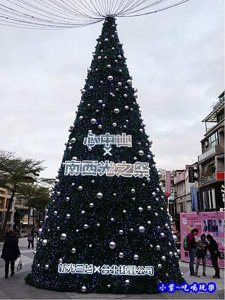 中山站耶誕樹.jpg