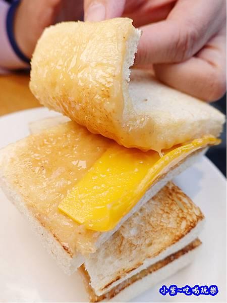 煉乳起司吐司-真芳碳烤吐司南西店 (2).jpg