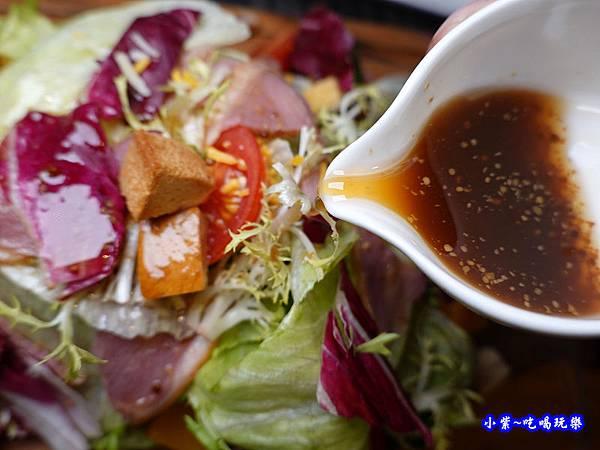 和風蜜桃鴨胸沙拉-洋城義大利餐廳慶城店 (5).jpg