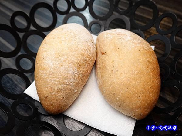 歐式餐包-洋城義大利餐廳慶城店 (2).jpg