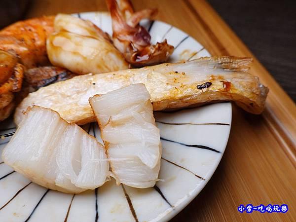 無敵海鮮盛合丼飯-大河屋燒肉丼串燒-微風本館 (1).jpg