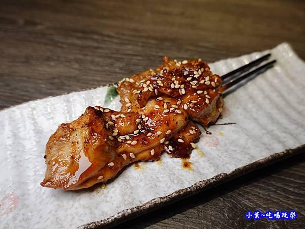 炙燒雞腿串-大河屋燒肉丼串燒-微風本館 (2).jpg