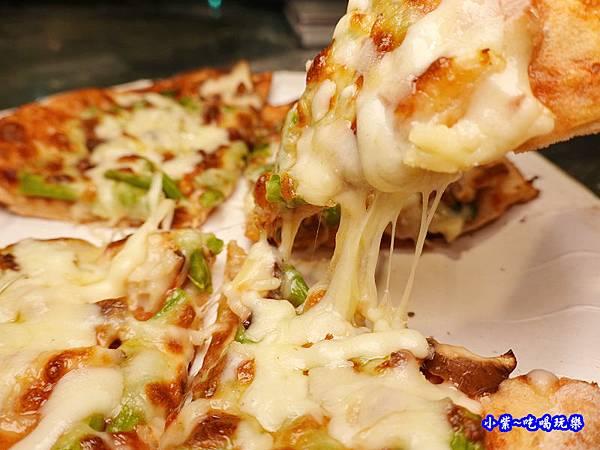 鮮菇蘆筍披薩-水果兔窯烤披薩饒河店  (2).jpg