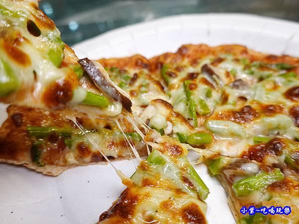 鮮菇蘆筍披薩-水果兔窯烤披薩饒河店  (1).jpg