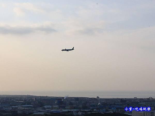 近距離看飛機-海灣星空景觀咖啡館  (3).jpg