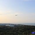 近距離看飛機-海灣星空景觀咖啡館  (2).jpg