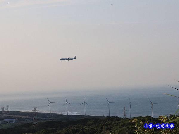 近距離看飛機-海灣星空景觀咖啡館  (5).jpg