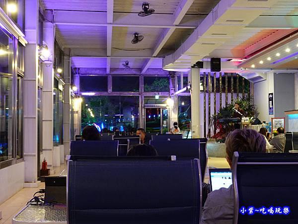 晚上室內用餐區-海灣星空景觀咖啡館  (2).jpg