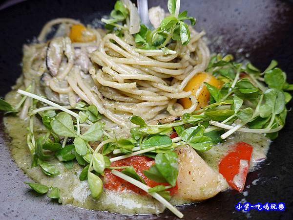 舒肥碳烤雞腿青醬義大利麵-海灣星空景觀咖啡館 (5).jpg