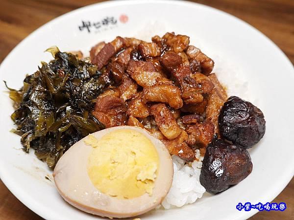 滷肉飯-呷七碗淡水店 (2).jpg