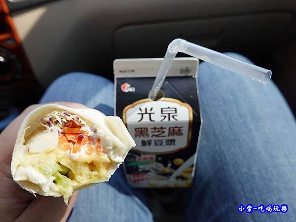 全家超商-馬鈴薯洋芋起司握沙拉 (3).jpg