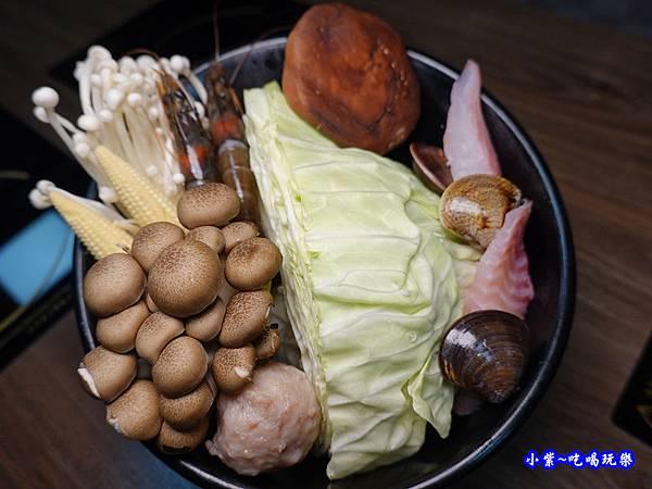火烤兩吃=疊高高豬肉香香鍋-鍋小三  (2).jpg
