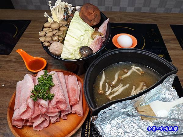 火烤兩吃=疊高高豬肉香香鍋-鍋小三  (4).jpg