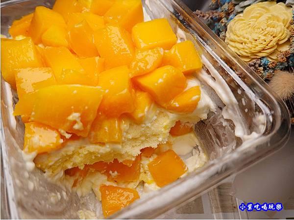 芒芒人海-芒果奶酪蛋糕-蛋金固古早味蛋糕 (11).jpg