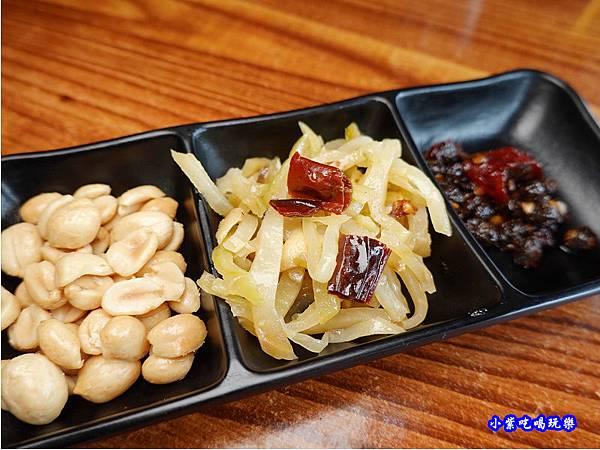 自助區小菜-十三涮四川料理.jpg